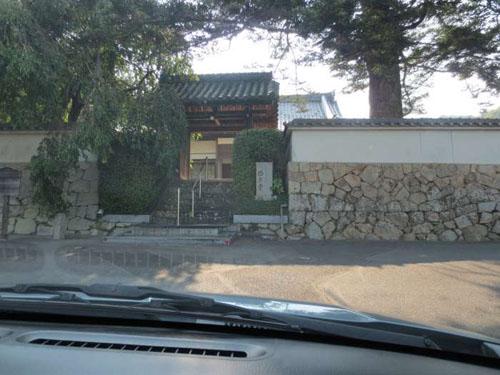 ⑫直進すると、正面に西方寺があります。 ここを「右折」です